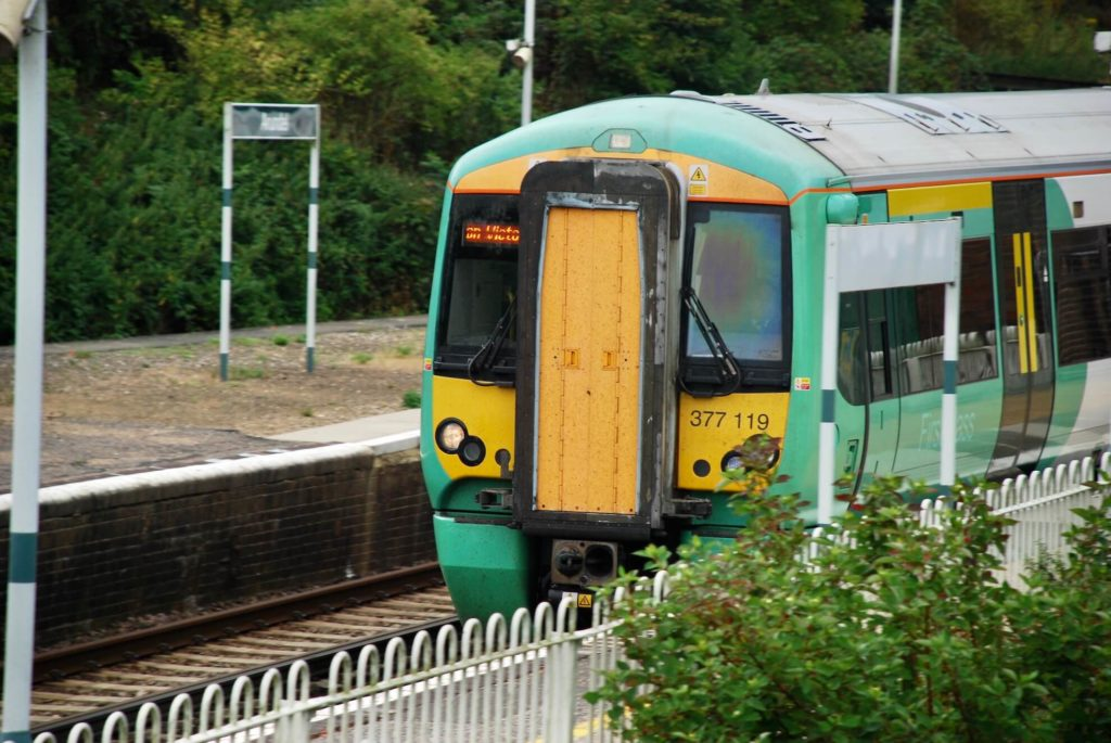 train coming into arundel train station
